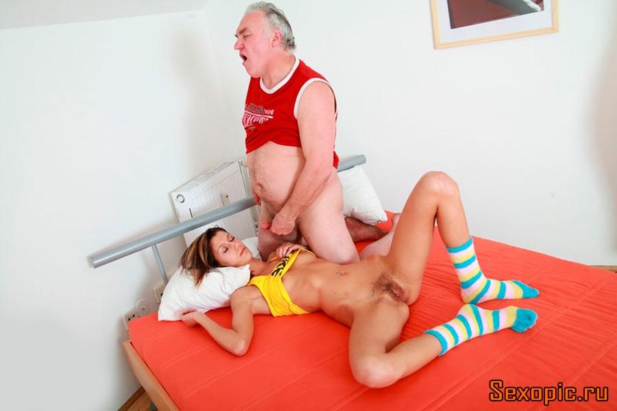 Порно Внучка Девственница