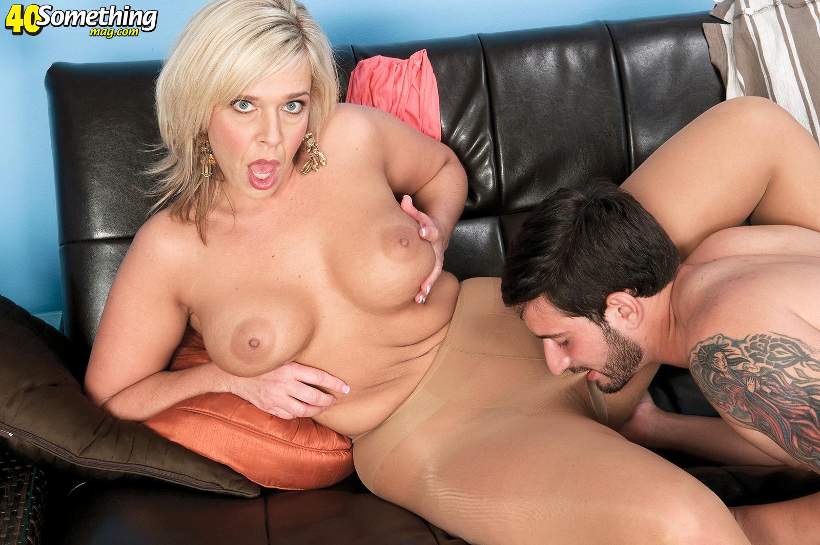Похотливые мамаши порно инцест 11 фотография