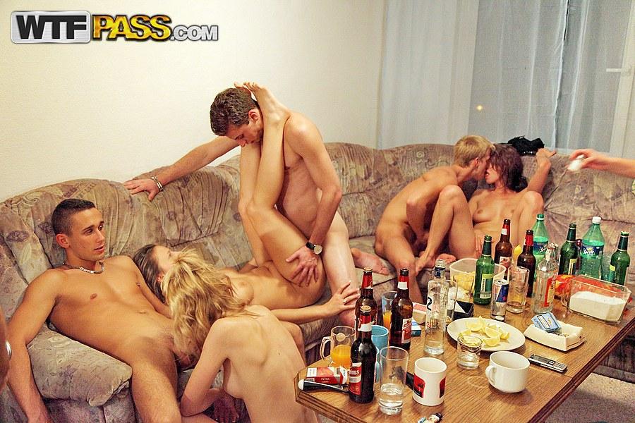 русская пьяная групповая ебля баб в возрасте