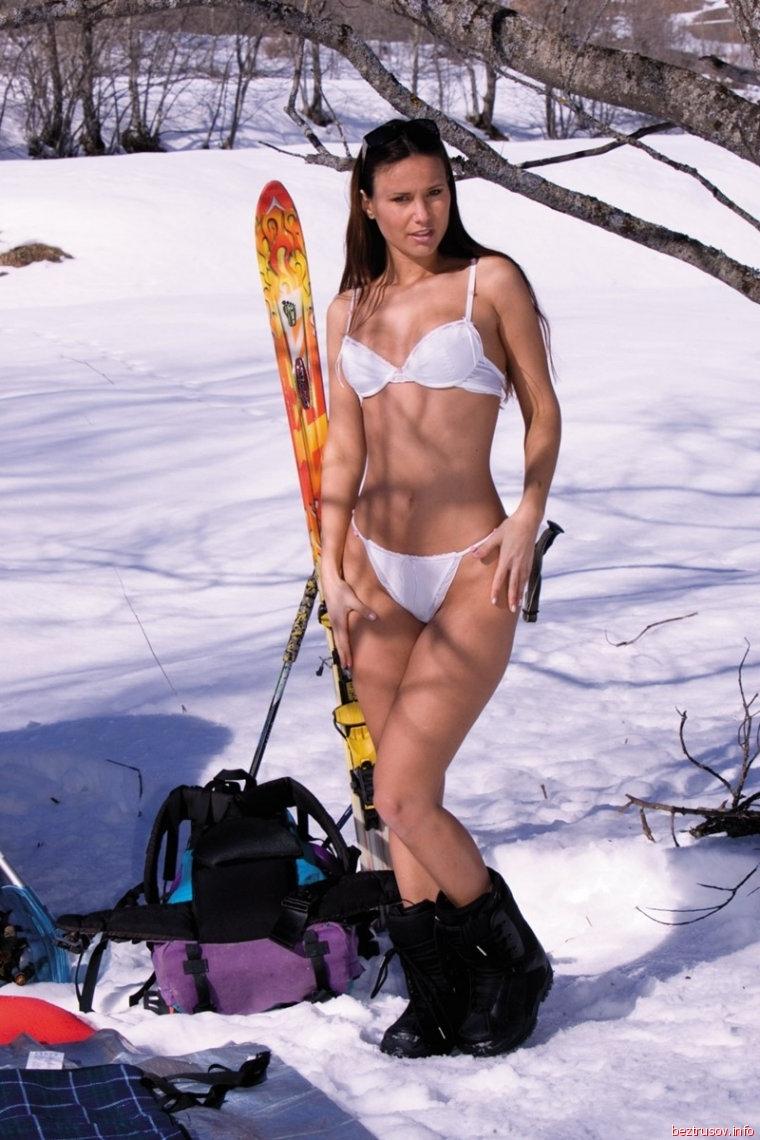 Русских деревенских девок ебут на речке. Порно и секс видео.