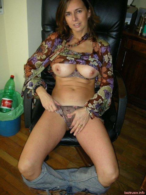 Позирование и минет в любительских фото зрелой и сексуальной женщины