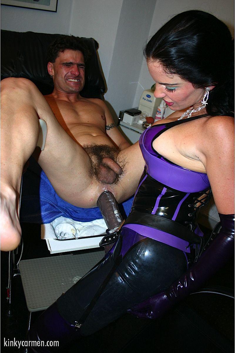Порно красивое огромный страпон в заднице мужика — photo 4
