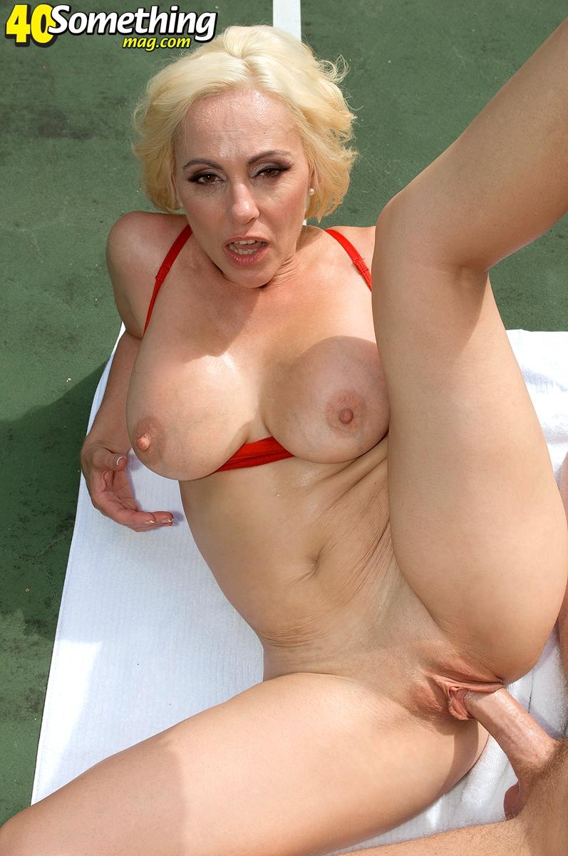 staraya-pizda-blondinki-foto-usnula-i-trahnuli-vo-vse-smotret-porno