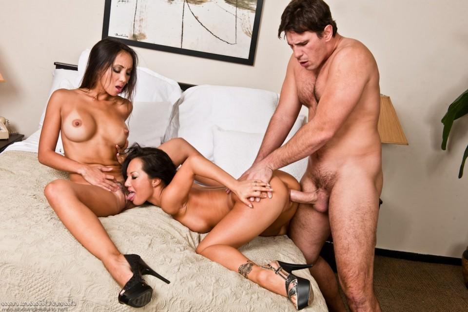 Порно фото с девушками в полицейской форме очень красивые