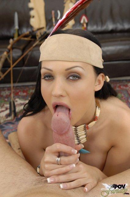 Сексуальная дева в форме трахается на природе с камшотом