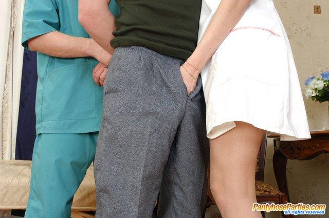 Доктор получает глубокий минет и ебёт даму в форме медсестры в пизду и анал