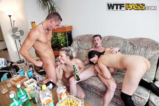Групповая ебля пьяных русских молодых девчонок фото 767-551
