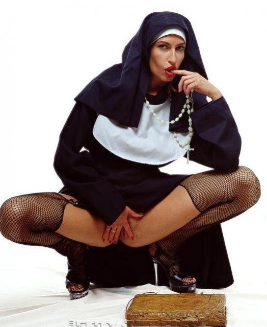 монашка мастурбирует фото