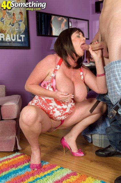 Толстая развратная мать любит страстный трах в вагину