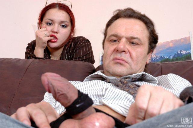 Секс сцена с жесткой еблей рыжей опытной бабы с фетишистом
