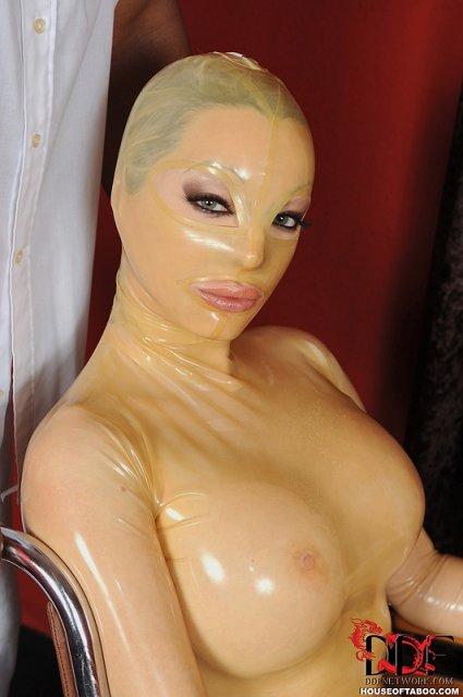 Девушка ебется с сексмашиной фото 29-391