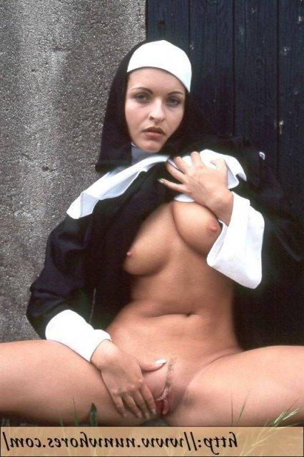 Грудастые монашки с бритыми и с мохнатыми пилотками мастурбируют