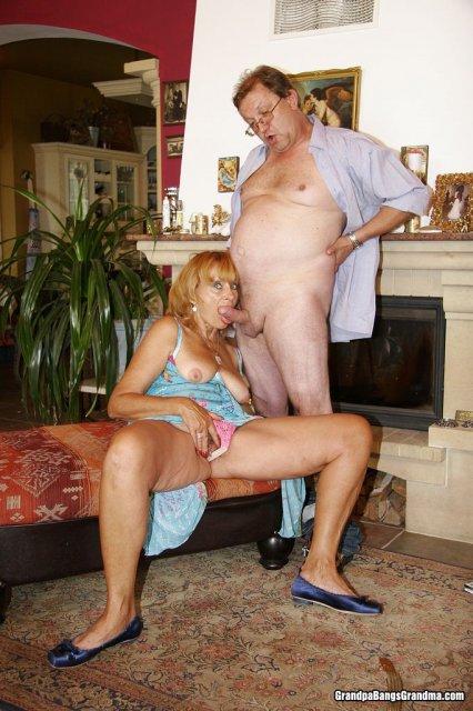 Старые пердуны позируя делают минет и занимаются сексом
