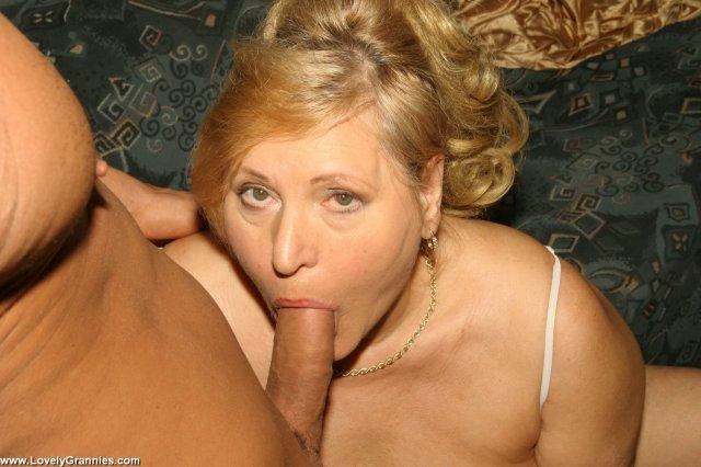 Жёсткий трах старой дамы с огромными дойками и глубокий минет