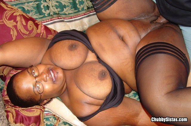 Толстая негритянка после минета ебется в позе наездницы