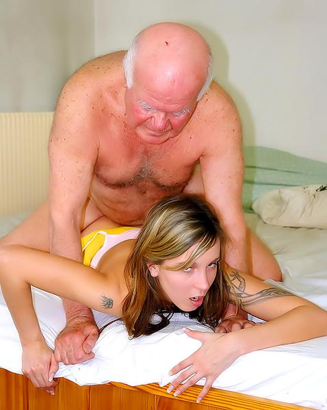 внучка помогает кончить дедушке