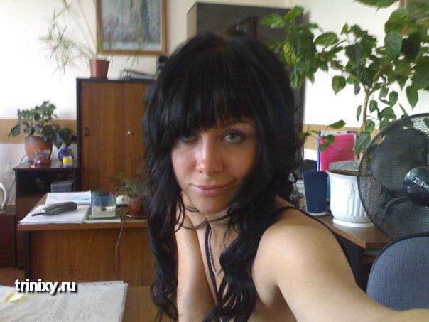 На фото из вконтакте голые красотки показывают грудь