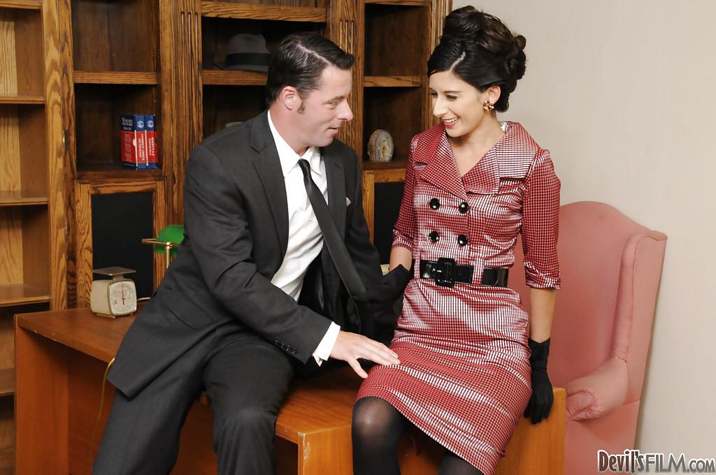 В офисном кабинете с секретаршами в хорошем качестве, самые красивые и голые девушки в масле и фото