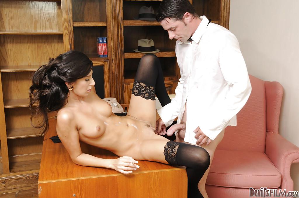 секс приставание лесби порно