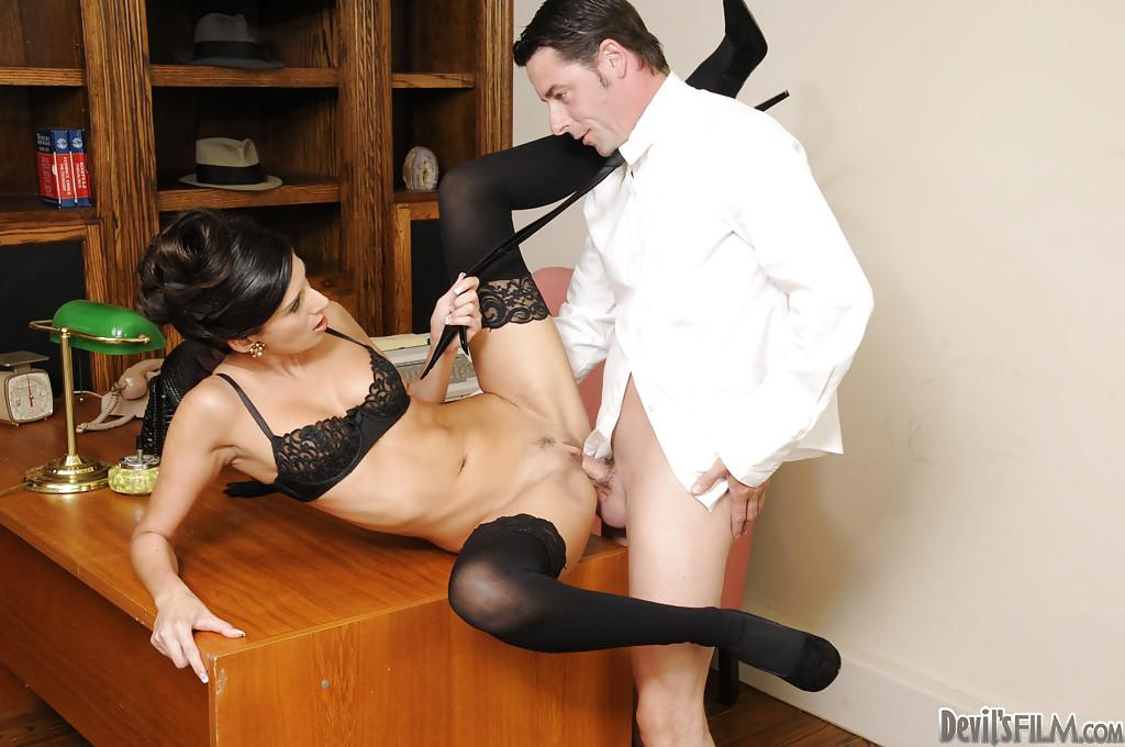 порно секретарша пришла на работу