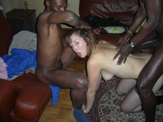 Проститутки круто порятся на природе по-собачьи