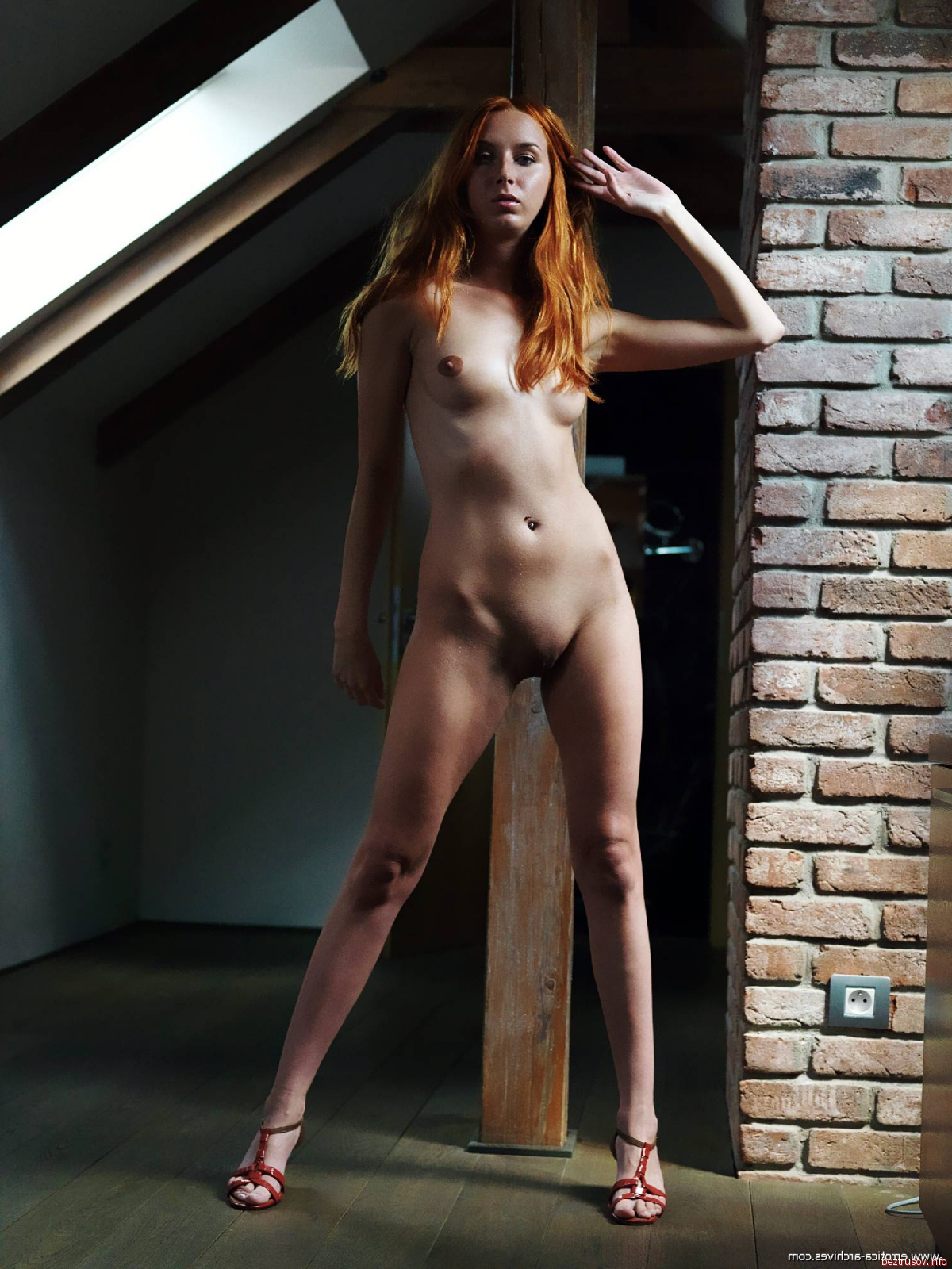 Рыжие раздвигают ноги, голышом в армии девушки