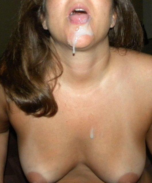 Опытные суки в доме сексуально дрочат половые члены