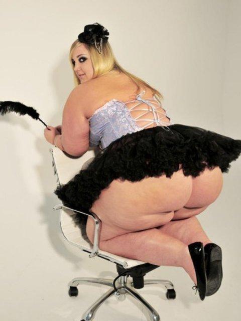 Толстые мамки с огромной задницей крупным планом снимают лифчик