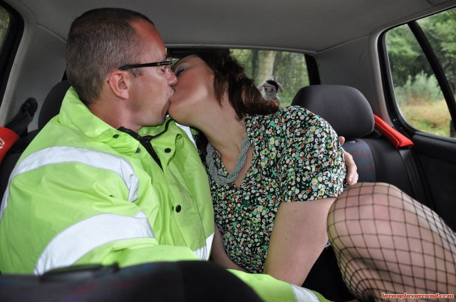 Женщина в возрасте развела на секс в машине