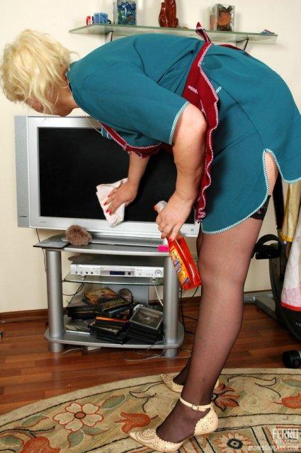 Жопастая мамаша в униформе трахается