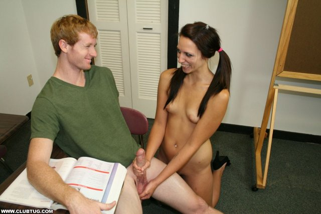 Пикаперы в офисе доставляют оргазм оральными ласками