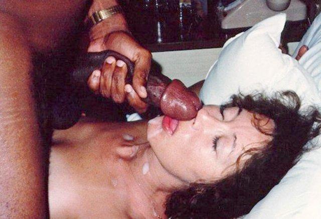 Красивых жен на домашнем порно ебут по-собачьи