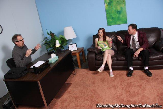 Рыжая сука раздевается и круто порется в офисе