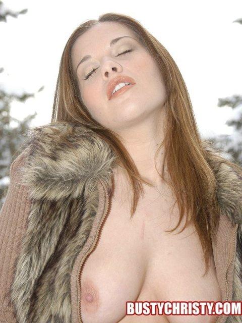 Русская дама на улице показывает идеальную жопу
