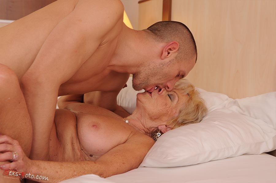 бабуля любит помоложе онлайн