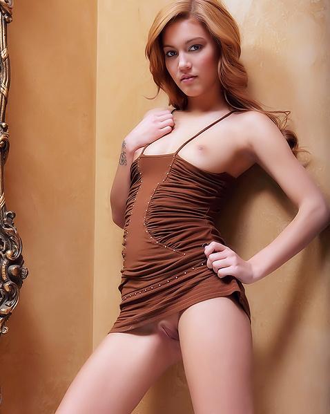 Худенькая блядь в платье эротично позирует