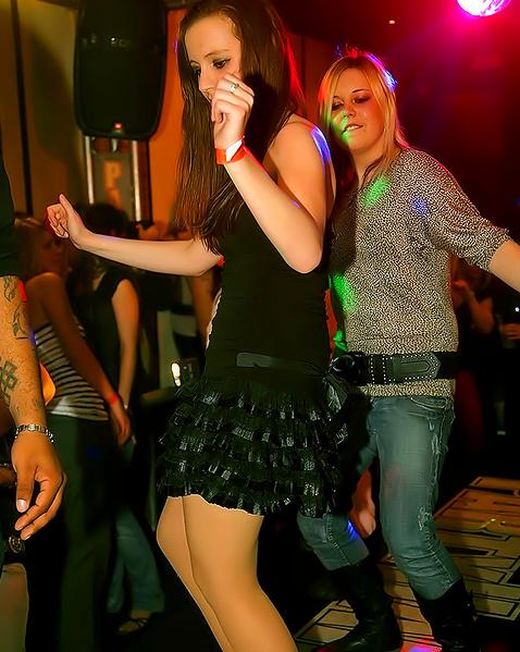 Загорелые леди устроили групповушку в секс клубе