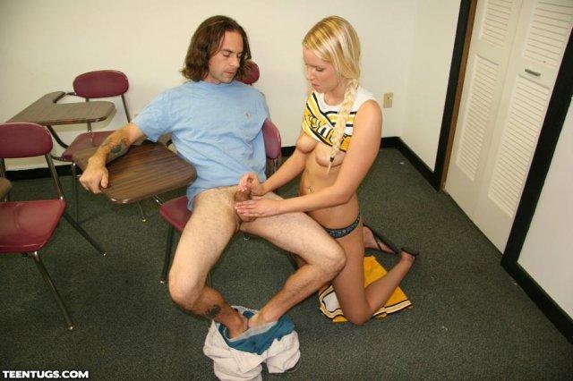 Милая блондинка с висячими сиськами дрочит ногами хер