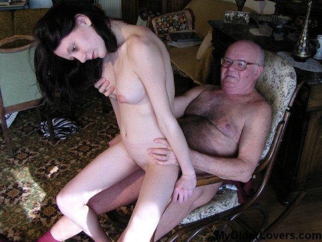 Инцест: ебля молодой внучки после минета