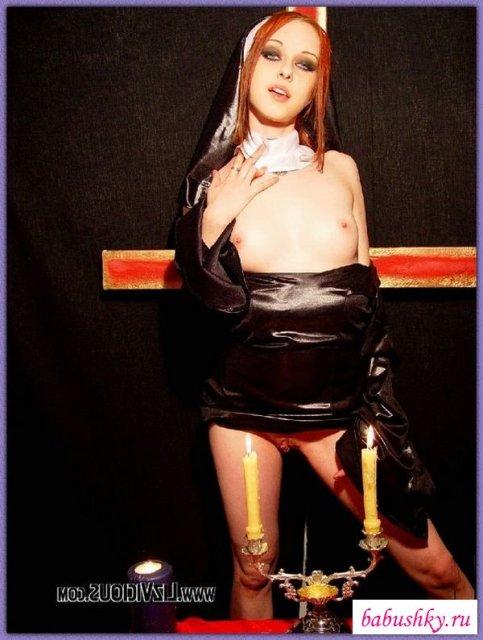 Порно с монашкой в чулках смотреть