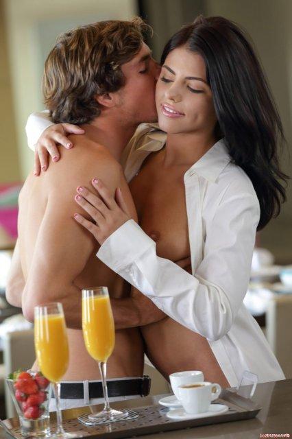 В порнухе стройные девицы втроём занимаются сексом