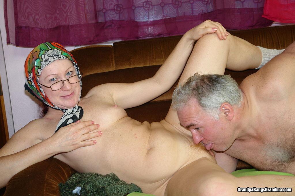 мамочка в очках ебля