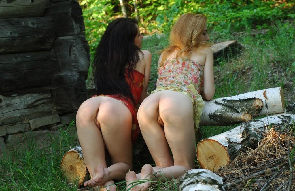 Деревенские девушки занимаются сексом