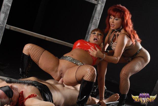 Рыжие проститутки в фендоме причиняют боль и ебутся