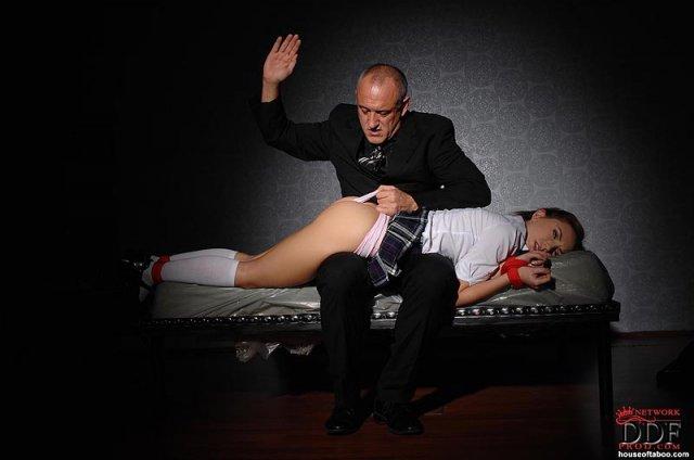 Студентка в фендоме кончает от боли и показывает кремпай