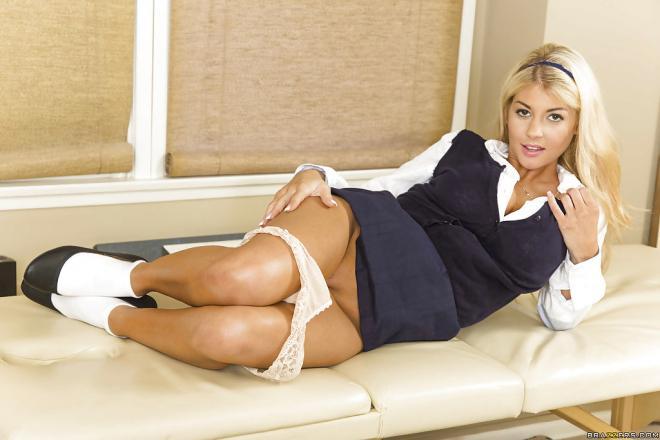 Развратная блондинка в форме показывает пилотку и большие сиськи